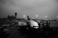 samolot na pasie startowym
